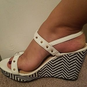 😍😍White wedges